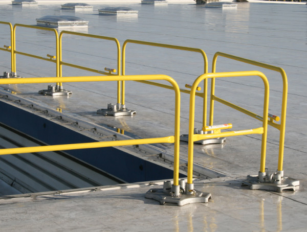 Safety Rail 2000 rooftop guardrail system - Non ...